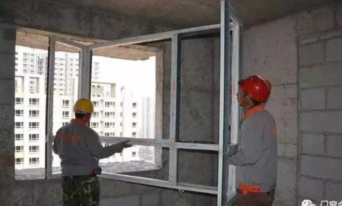 门窗安装工月薪8000元
