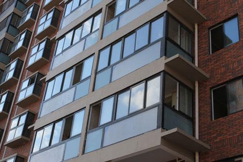高层封阳台选择什么窗,用什么材料好呢?