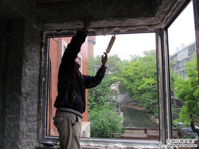 先封阳台窗还是先贴瓷砖?